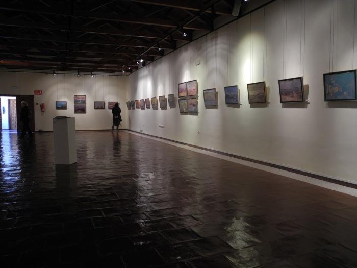 """Vista parcial de la exposición de Victor Chacón """"Paisajes encontrados"""""""